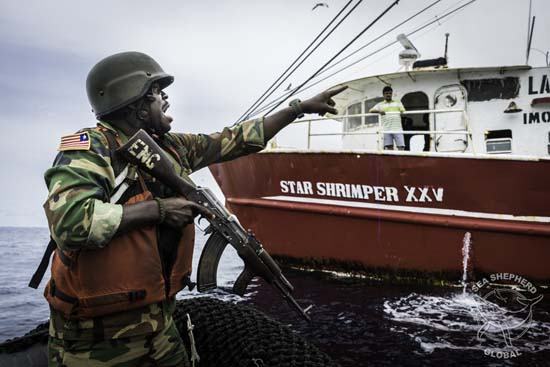 Liberian Coast Guard prepares to board the Star Shrimper XXV. Copyright Alejandre Gimeno/Sea Shepherd Global
